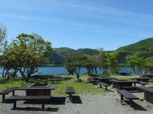 FunSpace芦ノ湖キャンプ村レイクサイドヴィラ:芦ノ湖畔にある屋外BBQ場(BBQガーデン)