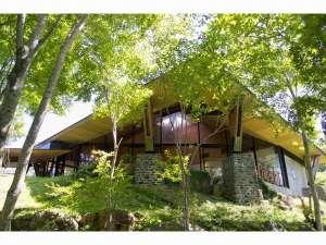 FunSpace芦ノ湖キャンプ村レイクサイドヴィラ:芦ノ湖が一望できる「森のレストラン」で、ゆったりとティータイム