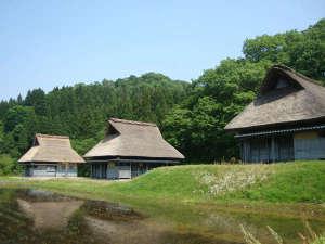 悠久ロマンの杜:【かやぶきの宿】まるで昔話のような景色です