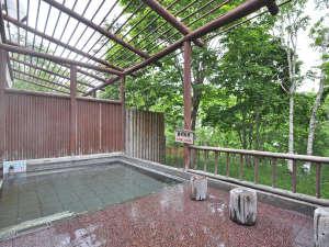 くしろ湿原パーク憩の家 かや沼:【温泉】季節の移ろいを感じられる露天風呂