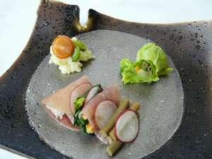 地元の山菜を使った創作料理(前菜)一例