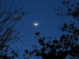 満月の夜は月明かりだけで露天風呂を楽しむ