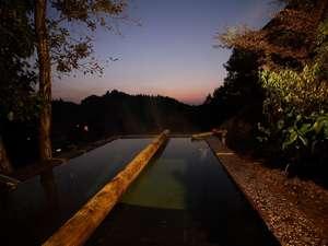 ふもと旅館別邸 こうの湯:深さ162cm!日本一!?深い立ち湯(森の湯・男湯)