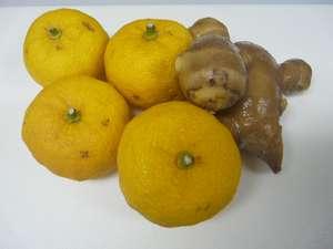 ②柚子と生姜、はちみつを用意。基本的に目分量;