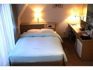 オリンピックイン神田:客室(ダブル)明るくシンプルで使いやすい客室。羽毛布団と140cmベッドでゆっくりと