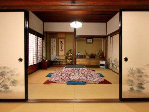 大内宿 本家扇屋:客室一例◆昔の造りがそのままですので、全ての客室が襖で仕切られた造りになってます。