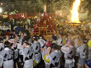 ■湯河原で最も盛大なお祭り。5月に行われる湯かけ祭りです。