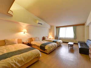 ペット&スパホテル那須ワン:*ベッドルーム/シックなデザインの洋室です。4名利用時1名はソファベッドです。