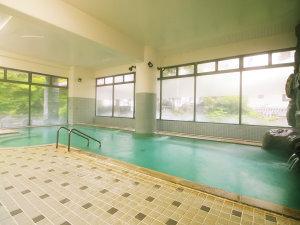 高繁旅館:溢れる湯量の広い大浴場