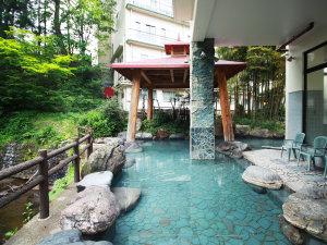 高繁旅館:湯量豊富な天然温泉は露天風呂も広々とご入浴できます