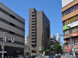 ホテルWBF札幌ノースゲート(旧ホテルノースゲート札幌):JR札幌駅北口から西側に2つ目の建物が、『ホテルノースゲート札幌』