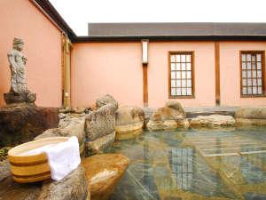 旅館叶家:*大町温泉郷は葛温泉が源泉。湯量豊富な温泉を露天風呂でお愉しみください。