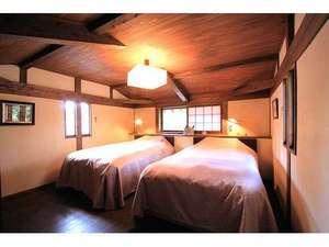 B・B・C長湯 長期滞在施設と林の中の小さな図書館:木のぬくもりを大切にしたベッドルームでゆっくりお過ごしください