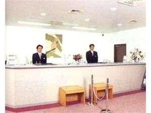ホテル 久喜:清潔感あふれるフロント