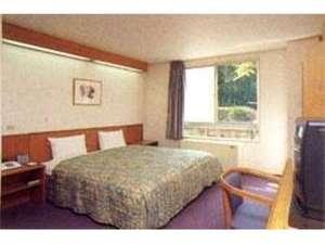 ホテル 久喜:特大ベッド備えたシングルルーム♪