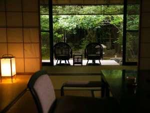 数寄の宿 野鶴亭:【閑閑庵】大切な方と語らいを愉しむもよし、読みかけの本を読み耽るもよし、思い思いにお過ごしください。
