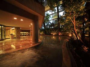 椎葉山荘:[大正屋四季の湯]開放感たっぷりの中で美肌湯を愉しんで
