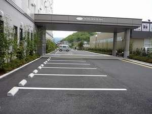 無料駐車場(132台)
