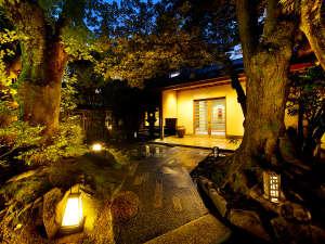 加賀懐石 山中温泉 胡蝶 〈書院造り×日本庭園〉で游すの写真