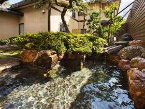 【書院造り×日本庭園】で游す 加賀懐石 山中温泉 胡蝶:山中温泉は、かの松尾芭蕉も愛した名湯。在りし日に想いを馳せながらのご入浴はいかがでしょうか。