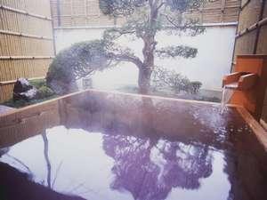 竹林の中の美人湯・離れ露天風呂 やさしさの宿 竹亭:天然温泉、足もゆったり伸ばせるひのきの客室露天風呂(若竹の間)