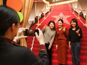 ホテル京阪 ユニバーサル・シティ:フォトスポットでの写真撮影もお手伝いいたします♪