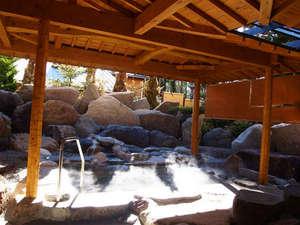 光風閣くわるび:館内の大浴場では、露天風呂もご利用いただけます。