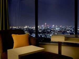 新横浜プリンスホテル:スカイビューフロアの客室では大きな窓から眺める夜景をひとりじめ♪
