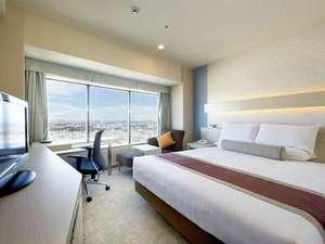 新横浜プリンスホテル:35~37階に位置するスカイビューダブルルーム。開放的な眺望が広がります。