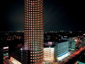新横浜プリンスホテル:新横浜プリンスホテル外観/地上42階、円筒型の高層ホテルです。広大な眺望をお楽しみいただけます。