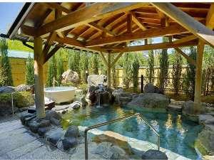 夕日ヶ浦温泉 落ちついた大人の隠れ家 海花亭 花御前:明るい露天風呂にはかけ流しの温泉もある