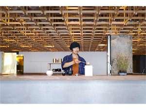 【KISSA&Co.】1Fのカフェでは、スタッフによる点茶をお愉しみいただけます