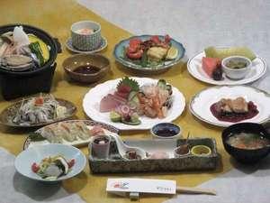 HOTEL RIVIERA ししくい:夕食(和洋会席)。四季折々の旬な素材をたっぷり使用したお食事になってます!