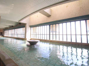 HOTEL RIVIERA ししくい:*【温泉大浴場】広い大浴場からは、ガラス越しに太平洋が広がります♪