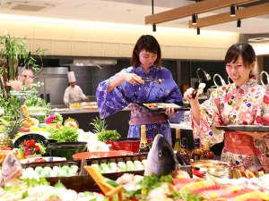 大江戸温泉物語 長崎ホテル清風:どれから食べよう!楽しいバイキング会場※料理はイメージです。