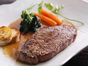 ステラフェリス本館:飛騨牛は最高級A4~A5ランクの厳選お肉を使用。飛騨の地野菜もたっぷりとお召し上がり下さい。