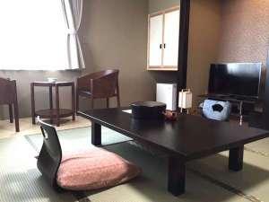 旅館 海光館:和室8畳ゆったりとした空間で旅の疲れを癒しましょう。