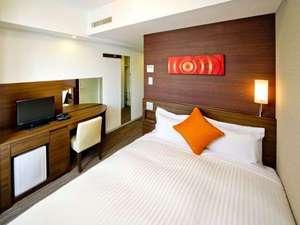 相鉄フレッサイン横浜戸塚:【シングルリラックス】 一回り大きなサイズのユニットバスとベッドを備えたお部屋です。