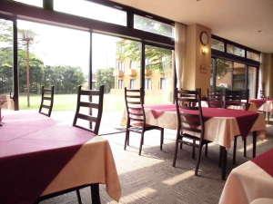 くもづホテル&コンファレンス:緑あふれるリラックス空間で、ゆったりとした時間を過ごしてみませんか。