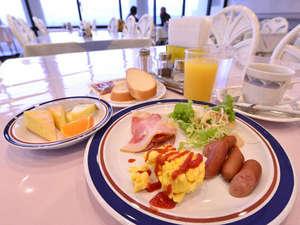 ホテルみゆきビーチ:*ご朝食一例(別館バイキング)/種類豊富なメニュー!和食派・洋食派の方もどちらもお愉しみいただけます!