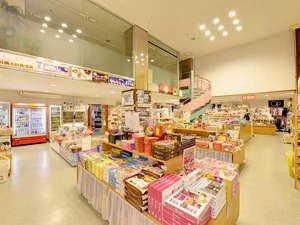 ホテルみゆきビーチ:*お土産処/沖縄の名産品が数多く取り揃えています。旅の思い出にいかがですか。