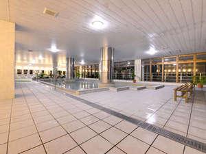 ホテルみゆきビーチ:*大浴場/沖縄の海を眺めながら、温かいお風呂に入って疲れを癒しましょう。