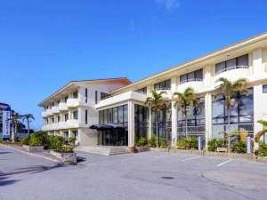 ホテルみゆきビーチ:*別館外観/当館で沖縄旅行を満喫しよう!