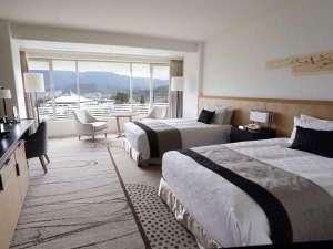 グランドプリンスホテル京都:【プレミアツイン】39.6平米。宝ヶ池の自然をイメージして落ち着いたトーンで統一。