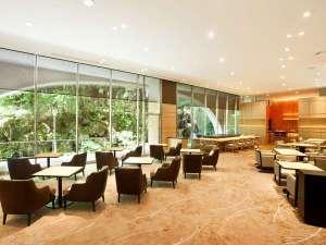 グランドプリンスホテル京都:ロイヤルラウンジ 「ホテルステイがより鮮やかな思い出に。旅の疲れを癒す特別な空間。」