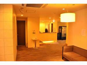 立川ホテル:落ち着いた雰囲気のフロント
