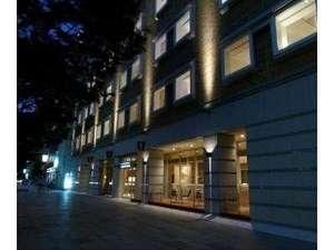 ライブラリーホテル東二番丁:外観(夜)