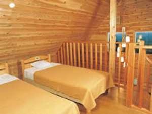 あたご天狗の森スカイロッジ:寝室イメージ(4人棟・6人棟)