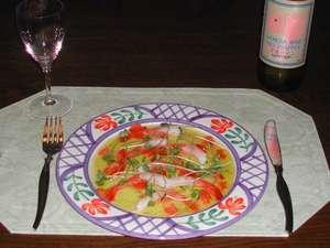 ペット優先の宿 しっぽのおやど:前菜の魚のカルパッチョ。金目鯛やイサキなど地元の魚を使っています。