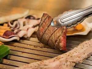 札幌北広島クラッセホテル:ディナーバイキングのグリルコーナー。海鮮物・お肉をじゅうじゅうその場で焼きます。